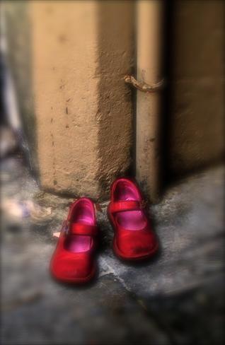 25 novembre giornata internazionale contro la violenza sulle donne scarpe rosse come simbolo della lotta contro la violenza e gli abusi sulle donne juris news violenza sulle donne scarpe rosse