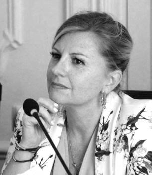 Monica Mandico è un avvocato del Foro di Napoli specializzato in Data Protection, diritto bancario, accordi di ristrutturazione del debito, protezione e pianificazione del patrimonio e tecniche di negoziazione per il compimento di transazioni; ha una particolare propensione alla consulenza organizzativa, strategica, commerciale e finanziaria di imprese, con peculiare competenza nei processi di gestione dei crediti deteriorati e, in generale, sul processo del credito nonché nei servizi connessi all'elaborazione delle informazioni e nella gestione di team professionali per creare connessioni su deal d'interesse. È dotata di abilità particolari, quali, tra gli altri, l'approccio al c.d. problem solving, delle conoscenze tecnico-giuridiche specifiche nell'ambito del diritto societario, commerciale e fallimentare. È autrice di diversi articoli e pubblicazioni in diritto bancario, finanziario e Privacy – GDPR, già formatore Data Protection per le Università ed Ente di certificazione UNI, ed è Responsabile della Protezione dei Dati (RPD/DPO) .